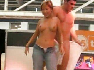 Un par sexo español latino de participantes legendarios